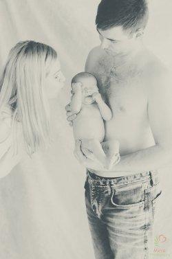 rodzice z niemowlakiem